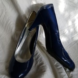 NEW Gabriella Rocha 7.5 heels blue